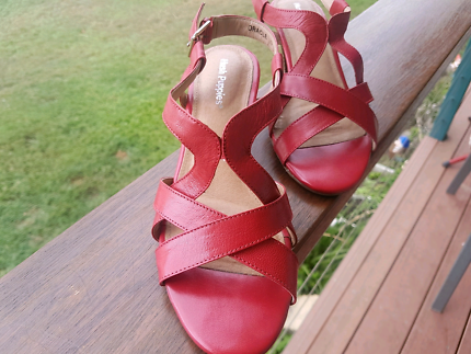 Hush Puppies Red shoes size 7