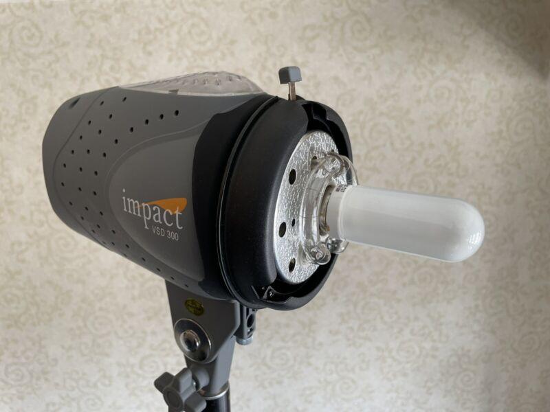 Impact Digital Monolight 300Ws with Bulb