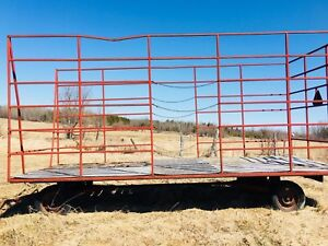 Square bale thrower wagon