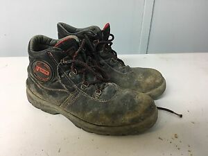 Used working shoes size 44
