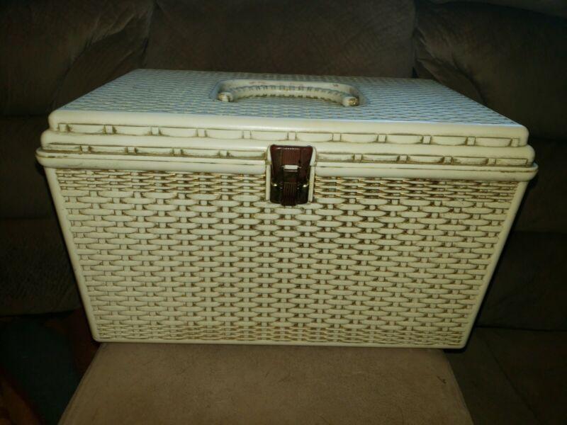 vtg WILSON WIL-HOLD plastic basket weave CRAFT SEWING BASKET w/ 2 trays