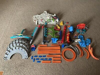 2016 Hot Wheels Ultimate Garage Playset With Carwash (VEHICLES NOT INCLUDED)