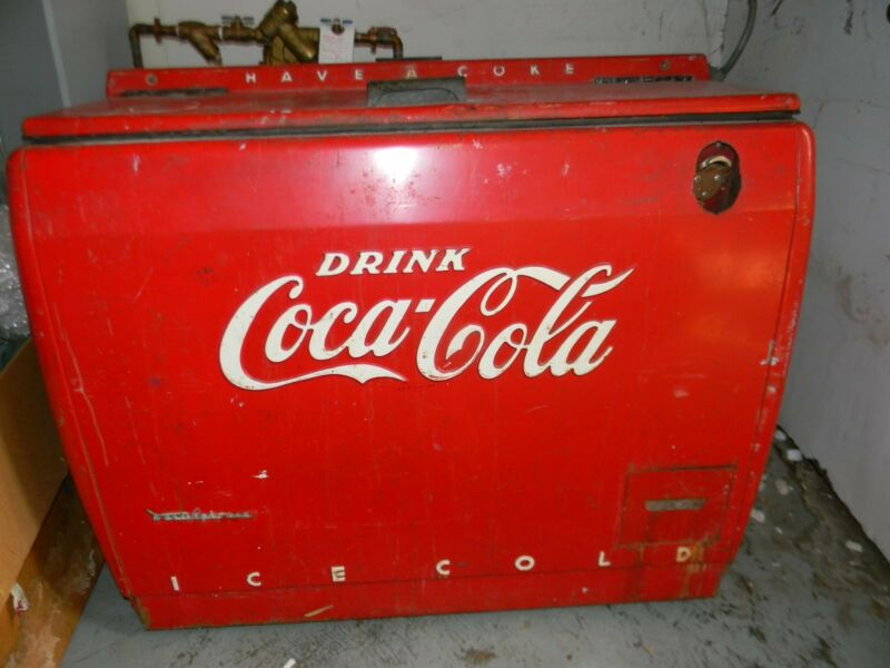 Vintage coke machine WD-12