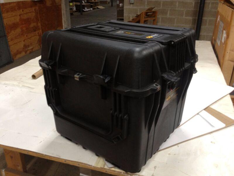 """PELICAN WATERPROOF CASE 0340 W/ No Foam- Black. 18"""" X 18"""" X 18"""" NEW IN BOX"""