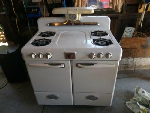 Vintage Magic Chef Gas Stove-Oven 50