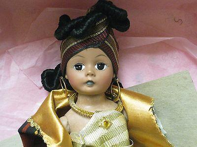 40BXF41 1995 Madame Alexander Nomsa Celebrates Kwanza doll 10368