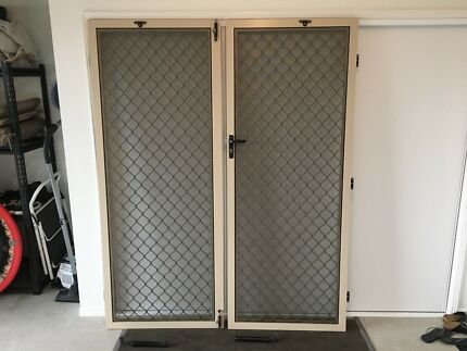 Wanted: SECURITY FLY SCREEN DOUBLE DOORS