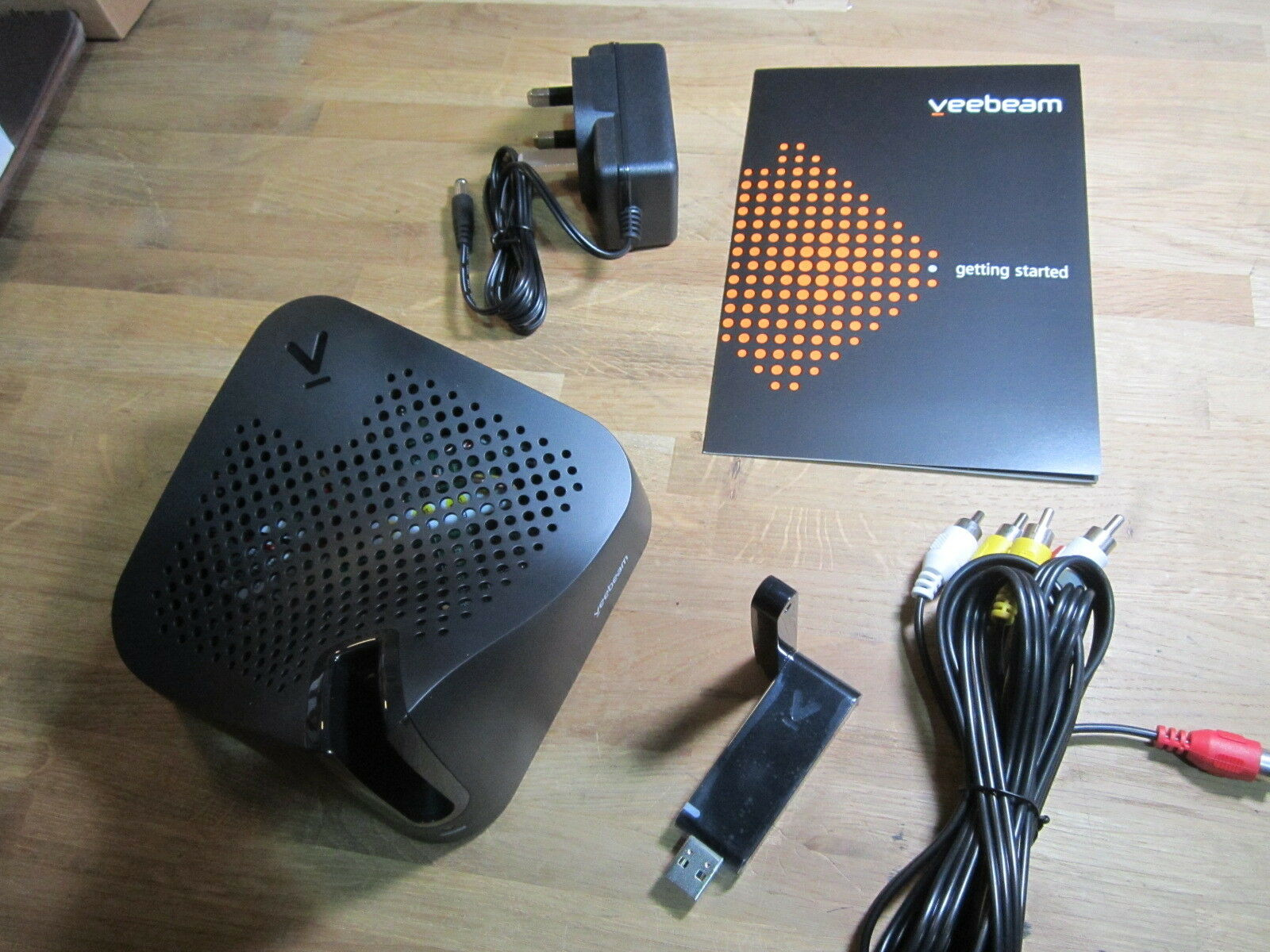 Veebeam Vb02b Eu Hd Wireless Laptop Pc To Tv Hdmi Composite Hdtv Wiring Diagram 24ghz Link Screencast