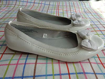 EUC Cherokee Girl's Leslie flats WHITE  size 2 - White Girl Flats