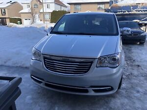 Chrysler town & country  limited-2011