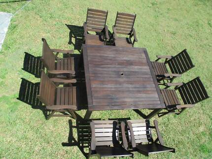 REFURBISHED KWILA .9 PIECE. SQUARE OUTDOOR SETTING. CAN DELIVERY.