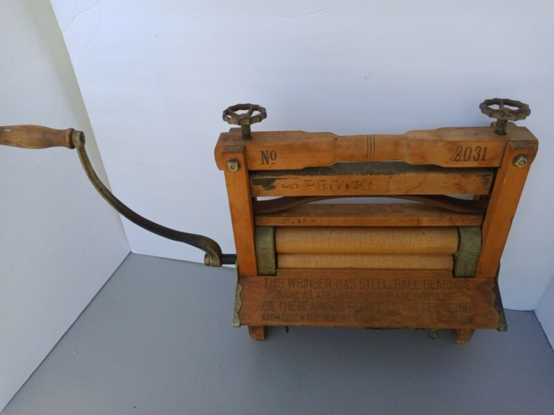 Antique Protection 2031 Clothes Wringer Washer Washboard