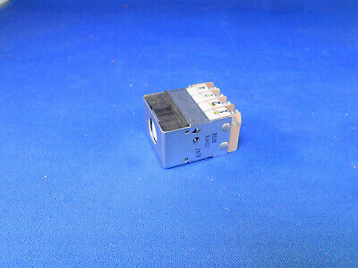 10hf8 Eaton Push Switch Panel Mount 250.0ac 30.0dc New Old Stock
