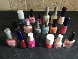 LOT OF 19 NAIL POLISHES