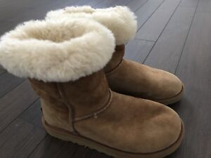 Authentic Uggs size US 5