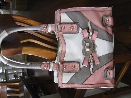 Barely used Brand name Guess handbag and matching wallet !!!! Kurrajong Hawkesbury Area Preview