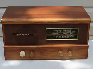 Vintage MOTOROLA table top radio WORKS!