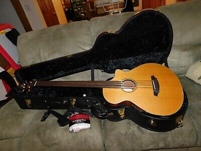 Breedlove Solo jumbo acoustic bass guitar with original case abj/25 cm4/fl