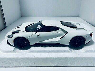 1/18 AUTO ART 2017 FORD GT FROZEN WHITE #72941