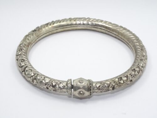 ANTIQUE CHINESE QING SILVER REPOUSSE LOTUS FLORAL WEDDING BRACELET 老銀手鐲
