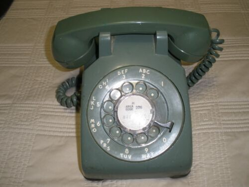VINTAGE ROTARY PHONE, RETRO GREEN , BY BELL SYSTEM WESTERN ELECTRIC. IT WORKS