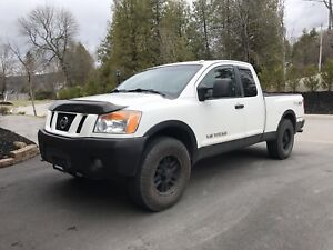2009 Nissan Titan Pro 4 X Leather.