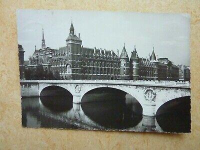 Alte Postkarte Ansichtskarte Paris La Conciergerie et le Pont