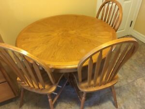 Kitchen table + 3 chairs
