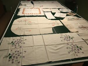 18 PIECES OF VINTAGE HANKIES & DOILIES AND A FEW UNFINISHED PCS