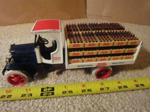 Vintage Ertl diecast Kenworth, Pepsi Cola, soda delivery truck coin bank. Nice!