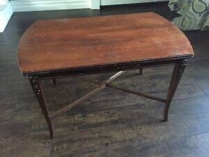 Cute coffee table- chalk paint potential!