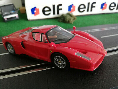 Ferrari Enzo Ferrari Coupe Rot 2002-2004 mit Sockel und Vitrine 1//32 Bburago M..