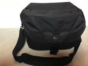 Lowepro Stealth Reporter D550 AW *Practically New*