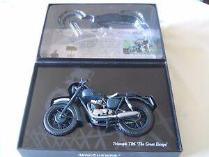 Minichamps-Triumph-TR6-1-12-034-The-Great-Escape-034-Steve-McQueen