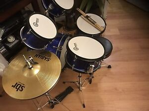 Very good condition Gammon percussion drum set