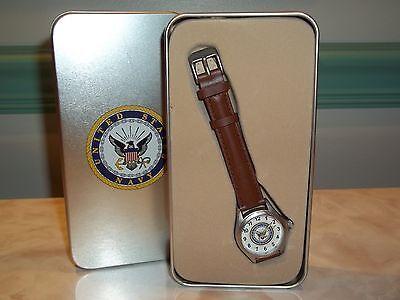 Avon 2006 Ladies U.S. Military Emblem Strap Watch in Tin ~ U.S. Navy NEW!