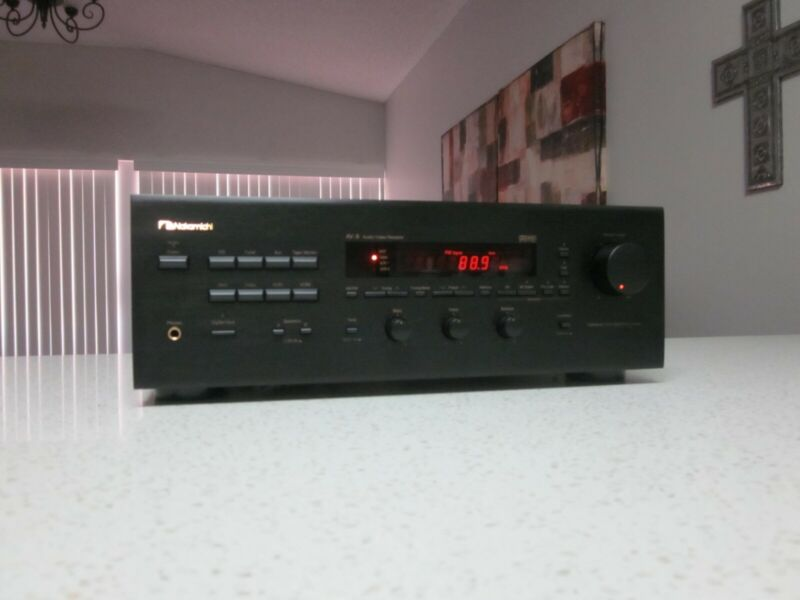 NAKAMICHI AV-8  A/V RECEIVER IN EXCELLENT NEAR MINT CONDITION .