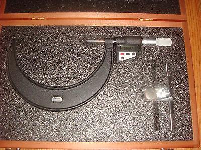 Starrett Digital Micrometer 5-6 Model 733 Outside Micrometer Wwooden Box