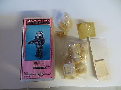 FORBIDDEN PLANET ROBBY THE ROBOT RESIN MODEL KIT LUNAR MODELS