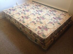Double Mattress & Box spring with metal bed frame (180)