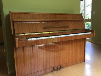 Piano Callsia in very good condition