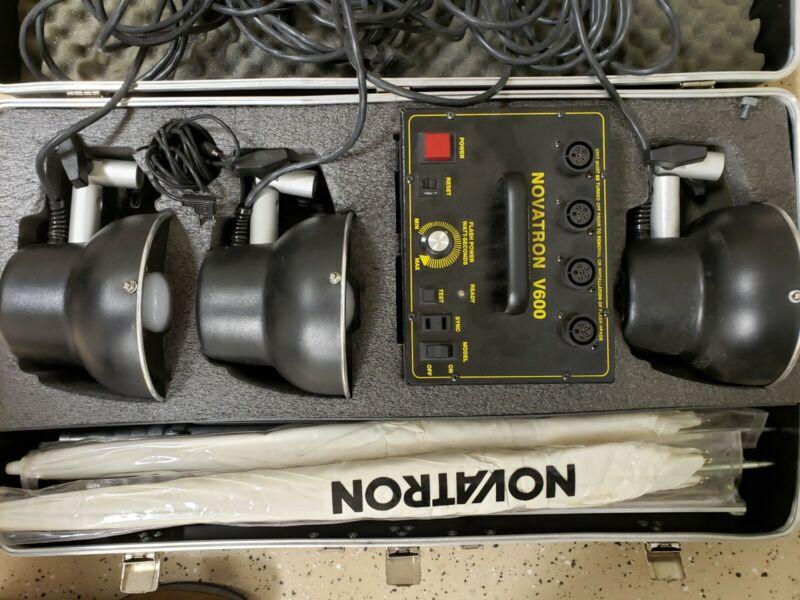 Novatron V600 3 Head Studio Lighting System / 3 Flash Heads / Cables / Umbrellas