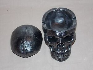 NEW-DECORATIVE-GOTHIC-GRINNING-SKULL-HEAD-WITH-REMOVABLE-LID-ASHTRAY