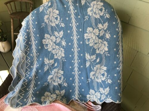 blue / wh roses vint blanket COVERLET SPREAD THROW TABLECLOTH  nice med weight
