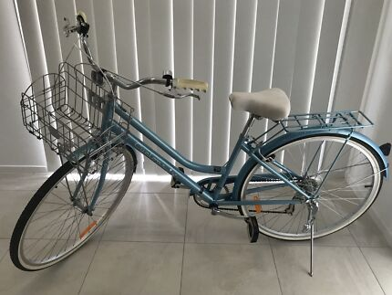 Women's vintage style bicycle like new!