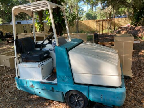 Tennant Power Sweeper 6650 XP - Blue & White Body