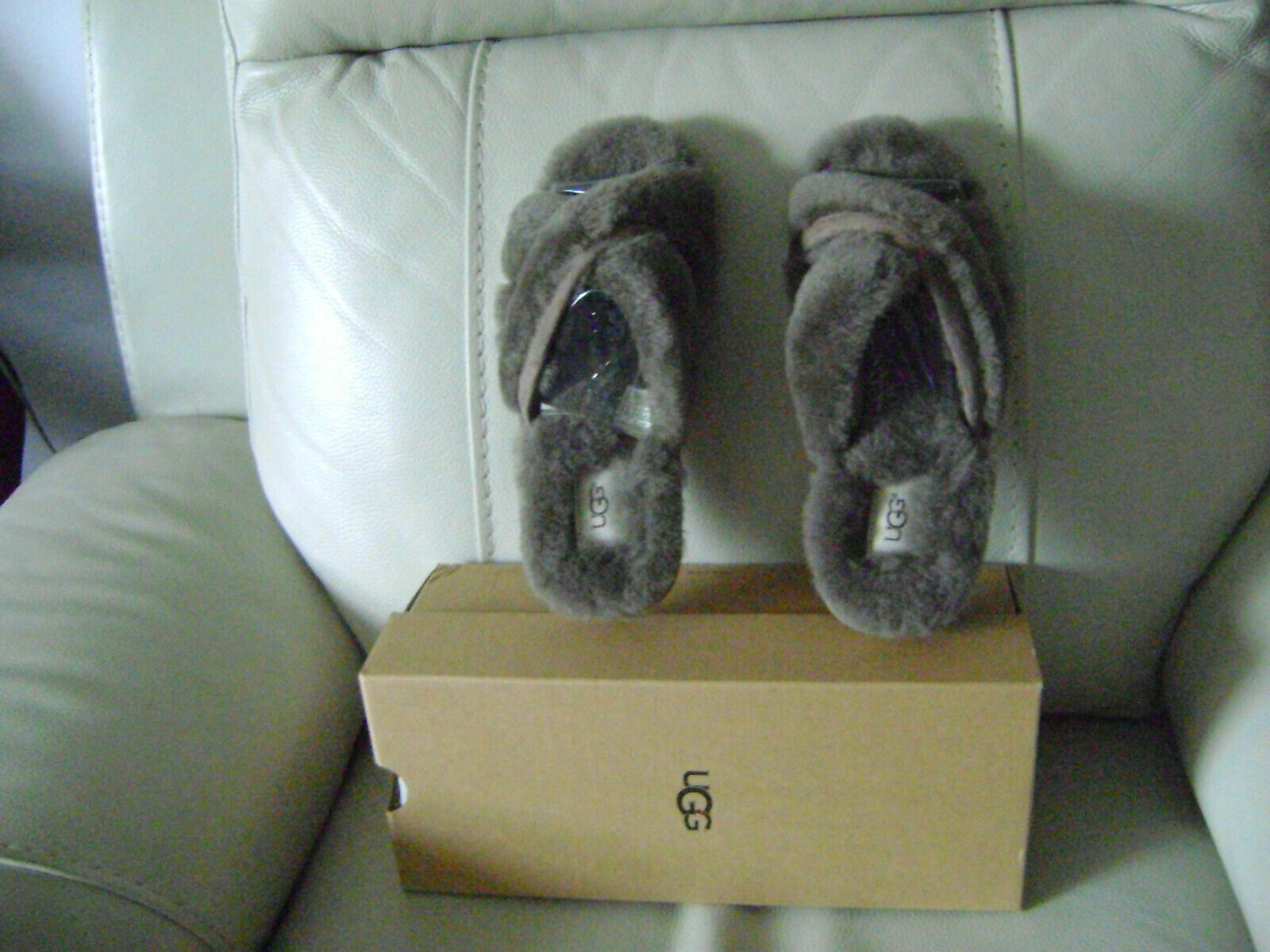 WOMEN UGG GREY LAMB FUR  SLIPPERS IN SIZE 8 VERY COMFY AND C