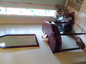 Stylish hall table with matching mirror.Front entrance area.
