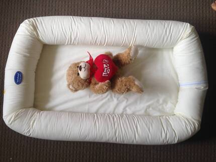 Compact infant baby travel cot portacot