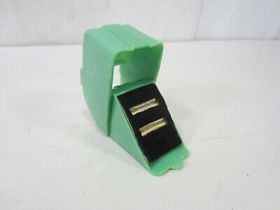 1940s Jewelry Styles and History 1940's Pop Up Ring Presentation Box - Green $27.49 AT vintagedancer.com